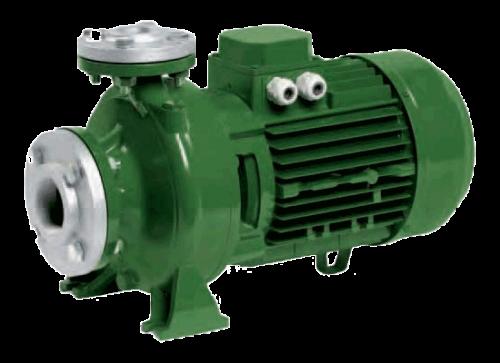 Dùng máy bơm nước để chữa cháy kho khô mực