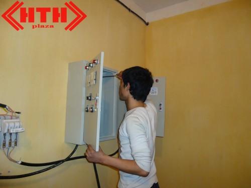 Các kỹ sư của HTH GROUP đang lắp đặt hệ thống bơm PCCC